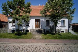 Ferienwohnung auf dem Feldsteinhof - Haupteingang in das Bauerrngutshaus
