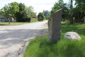 Ferienwohnung auf dem Feldsteinsteinhof - Blick zur Kirche