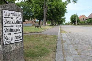 Ferienwohnung auf dem Feldsteinsteinhof - Wegmarken zu den Dörfern der Umgebung