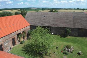 Ferienwohnung auf dem Feldsteinhof - Blick in den Innenhof